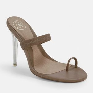 NUDE MULES SIZE 8